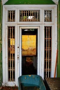 Detalle de la puerta de la casa de Macdonald, donde se pueden comprobar las reminiscencias británicas. / Foto: Pablo Sayago.