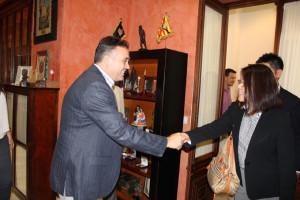 Los japoneses han sido recibidos por el alcalde.