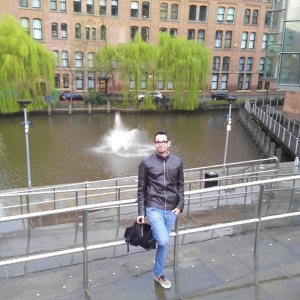 Alfonso escribe para un diario digital orientado a los españoles que viven en Manchester.