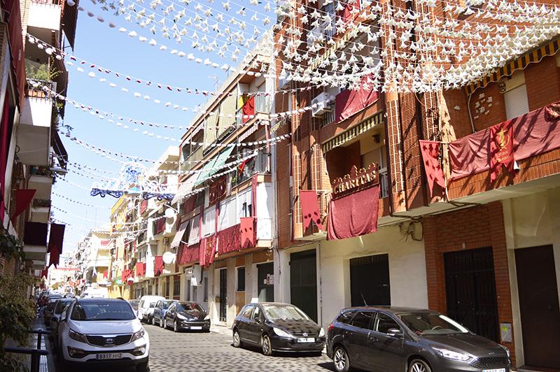 Las calles de Viaplana lucen engalanadas para la procesión de mañana sábado