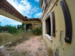 En los años cincuenta se hicieron una serie de reformas en la casa que no guardaban relación con arquitectura británica y que ahora se eliminarán. / Foto: Alberto Ruiz Campos.