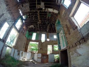 Aspecto del interior, donde se han vaciado todas las paredes. / Foto: Alberto Ruiz Campos.