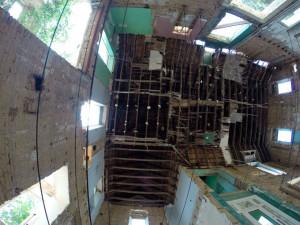 Otra sobrecogedora imagen del estado actual del interior de la casa. / Foto: Alberto Ruiz Campos.