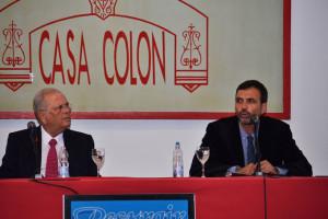 Conferencia de Enrique Lluch en Huelva. / Foto: Pablo Sayago.