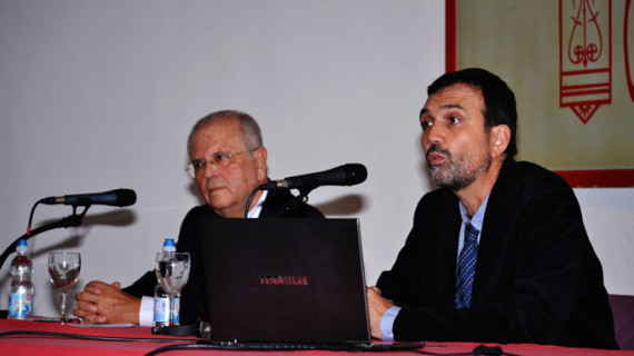 Enrique Lluch pone de manifiesto en Huelva que es posible humanizar la economía