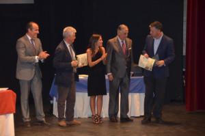El alcalde de Palos recibe la distinción del Colegio de Arquitectos de Huelva.