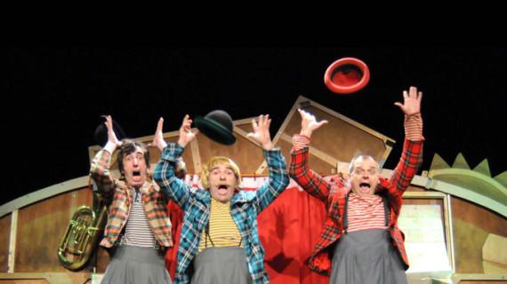 La premiada obra 'Al tun tun' lleva hasta Trigueros el mejor teatro familiar