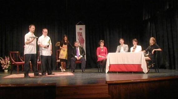 Tiflonuba Teatro estrena en Sevilla de la obra 'La vida sigue igual', de Bernardo Romero