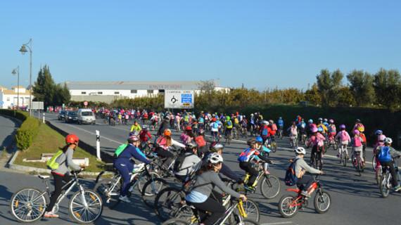 Más de 300 escolares cartayeros disfrutan del 'Día de la Bicicleta' en Las Cumbres