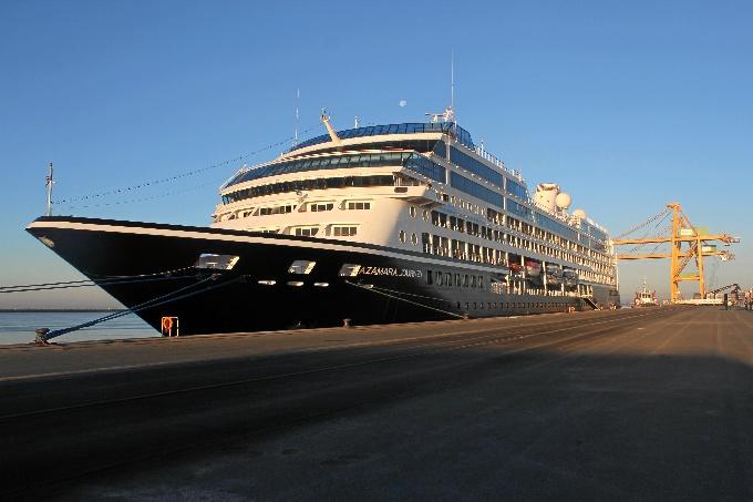 El Buque de cruceros Azamara Journey hace escala en Huelva.