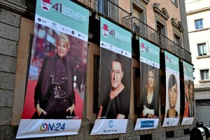 Grandes carteles del Festival instalados en la Plaza de la Constitución. / Foto: Pablo Sayago.
