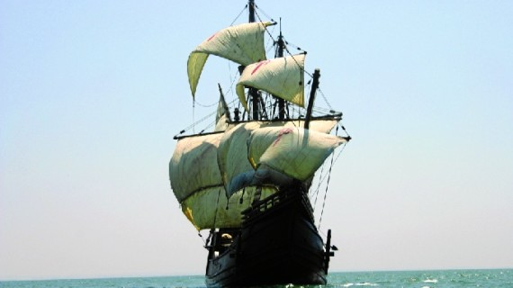 La nao Victoria llega al Puerto de Huelva para mostrar la historia de los marineros onubenses