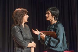 Inés Torralba conversa con la escritora sevillana Soledad Galán. / Foto: Millán Herce.