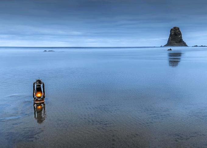 SEGUNDO PREMIO Una luz en el mar