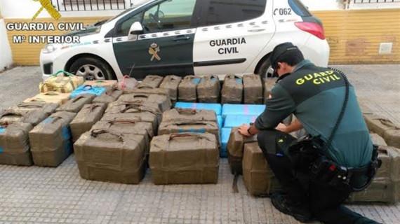 La Guardia Civil aprehende 1.800 kilos de hachís en un pesquero en Isla Cristina