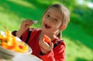 El objetivo del taller es inculcar en los niños hábitos saludables en su alimentación.