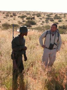 Galán aprendió técnicas ancestrales de rastreo con los bosquimanos.