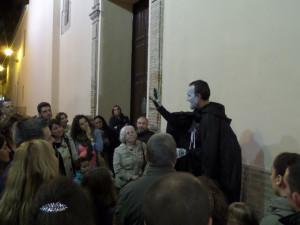 Los participantes en la ruta aprendieron muchos datos sobre la historia de Huelva.