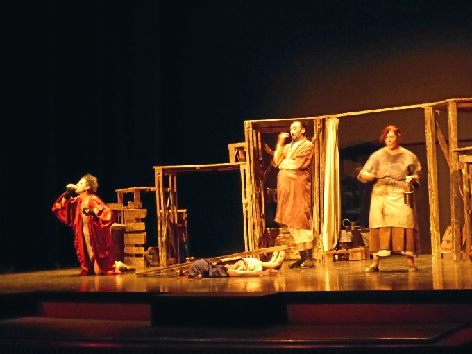 El II Certamen Nacional de Teatro Aficionado 'Ciudad de Platero' va llegando a su fin.
