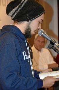 Adonai Segura durante el evento literario.