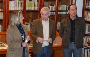 Diego Ropero junto a la concejal moguereña y un familiar de Garfias.