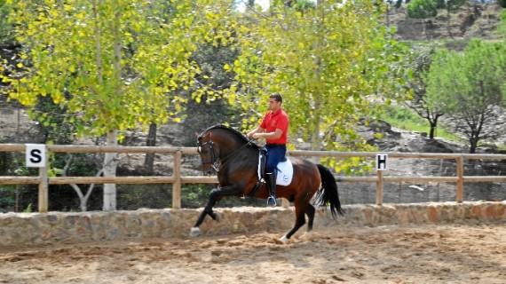 El jinete Jonathan Martín pone en marcha un Centro Hípico en Nerva para fomenta la pasión por el caballo en la Cuenca Minera