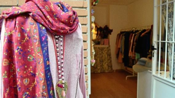 Productos de otros continentes y tocados hechos a mano, los principales atractivos de una nueva tienda en Huelva