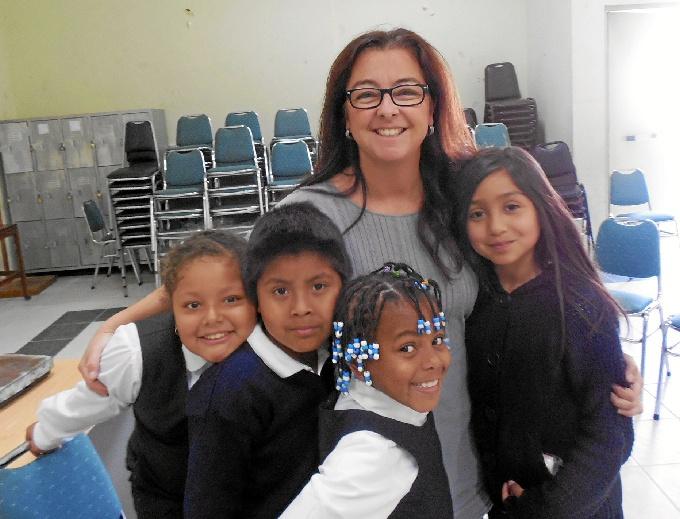 La periodista onubense Conchita de la Corte vive su sueño como voluntaria en el desierto de Atacama de Chile