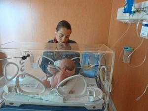 Los enfermeros y enfermeras han cambiado totalmente su forma de trabajar, porque ahora los padres están a los pies de la incubadora.