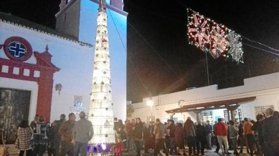 El Granado le da la bienvenida a la Navidad con una original decoración
