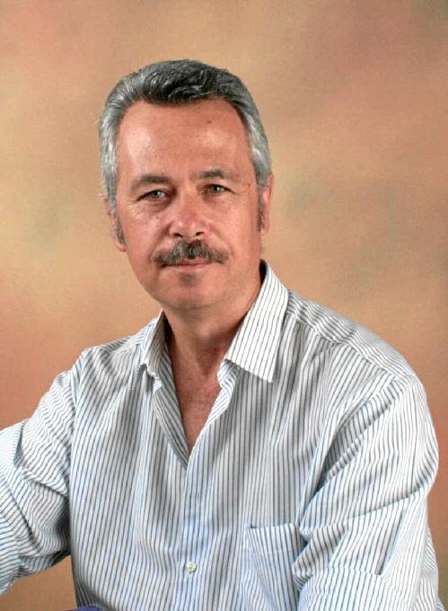Ángel Poli presenta en Huelva su poemario 'La uva de cristal'