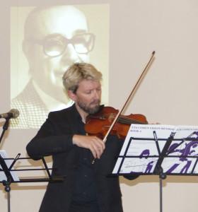 Actuación del profesor del Liceo Municipal de la Música Alan Andrews.