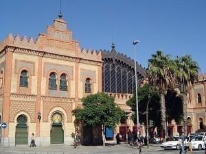 La antigua estación de ferrocarril de Plaza de Armas de Sevilla también se hizo en estilo neomudéjar.