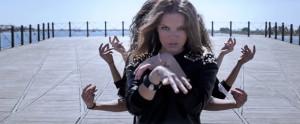 El videoclip de 'La vida es solo una' fue grabado en el Muelle de la Compañía Riotinto.