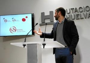 David Robles explica el logo. / Foto: Cinta García.