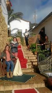 En muchos casos las escenas son realizadas por familias o un grupo de amigos.