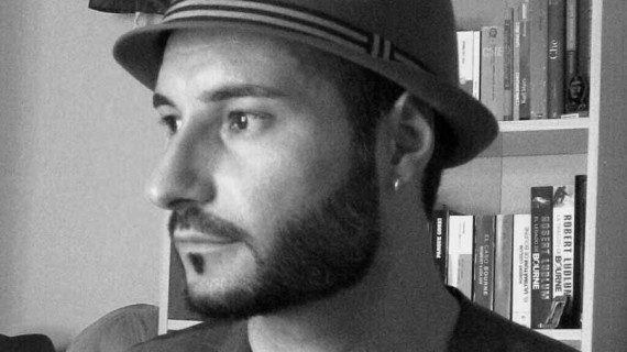 El escritor onubense Antonio Manuel Infantes presenta su nueva obra 'Cuando suba la marea'