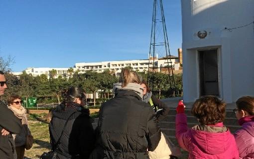 Unas 80 personas visitan el faro de El Rompido a través de una iniciativa del Puerto de Huelva