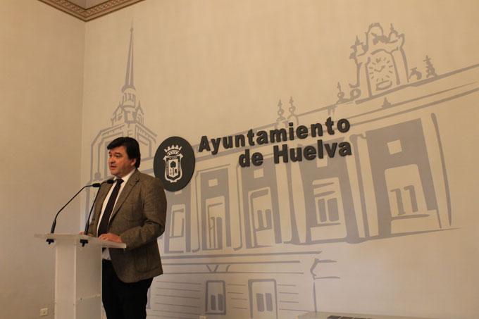El alcalde Gabriel Cruz no va a permitir que se ponga en cuestión que fue en Huelva donde se jugó al fútbol por primera vez en España.