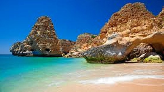 El alquiler online de alojamientos particulares irrumpe en el mercado turístico del Algarve, según una tesis de la Onubense