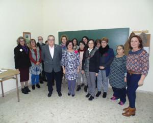 López con miembros del taller.