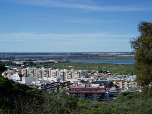 Vistas de Huelva desde El Conquero, la zona más alta de la ciudad.