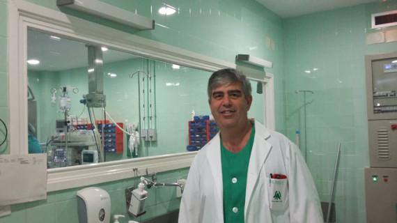 El cirujano Rafael Balongo, 30 años salvando vidas a golpe de bisturí