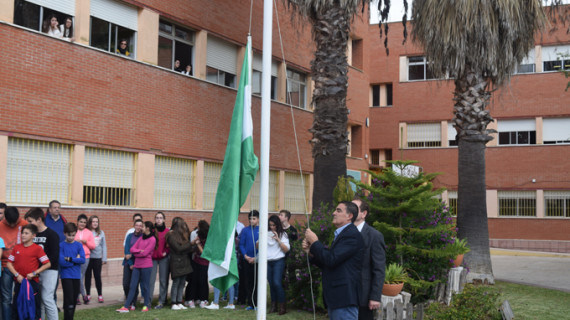 El IES José Caballero conmemora el Día de Andalucía con la apertura de la exposición 'Mi Huelva'