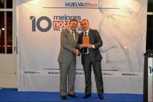 El rector de la Universidad de Huelva entregó el reconocimiento a Mar Real State por el proyecto del Ensanche Sur.