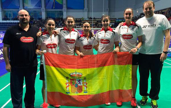 Equipo española femenino, con Carolina y Haideé, que aseguró la medalla en el Europeo. / Foto: @Bad_Esp.