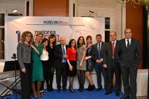 Miembros del equipo humano de Huelva Buenas Noticias, durante la noche.