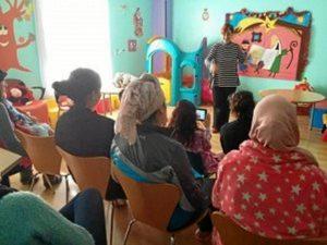 En ocasiones, especialmente, en Navidad, visita los hospitales para narrar cuentos a los niños ingresados.