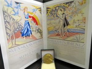 Copia y medalla del Nóbel de Literatura. / Foto: Rubén Moreno.