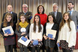 Unos premios que pretenden ayudar a los jóvenes a consolidar un espíritu crítico ante la información que ofrecen los medios de comunicación.
